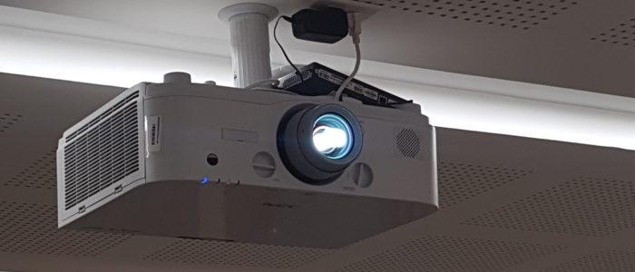 pantallas de proyeccion grandes